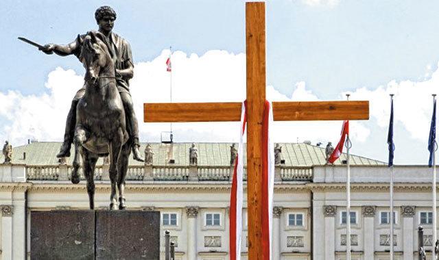 Tragedia smoleńska pół roku później - Opiekun - Dwutygodnik